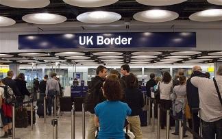 Великобритания отменила 24-часовой транзит для россиян: Новости